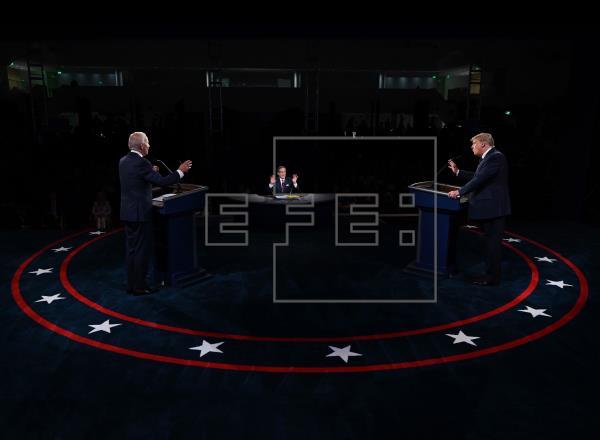 Según el sondeo de NBC News y Wall Street Journal, el 53 % de los votantes apoya a Biden para las elecciones presidencia…