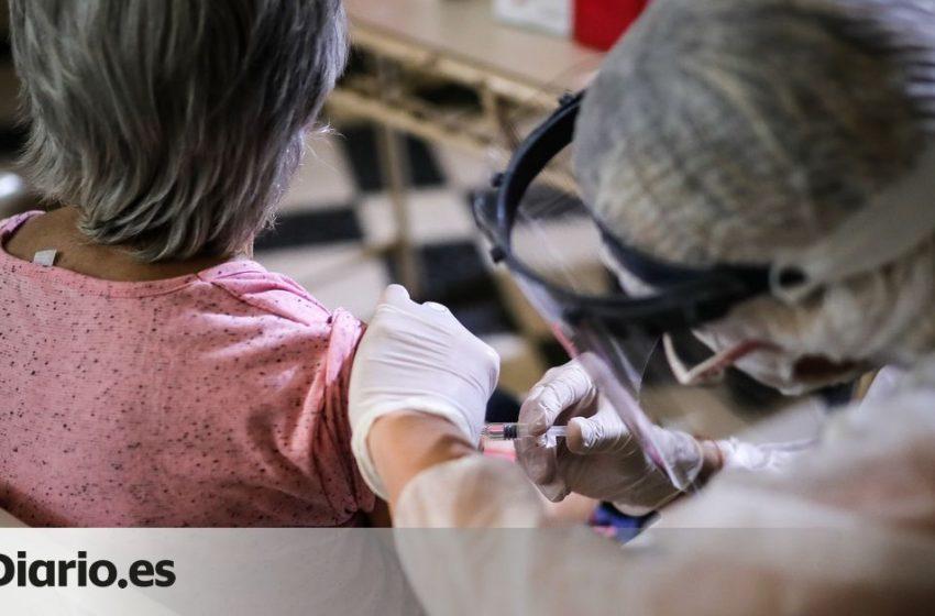 ¿Por qué es importante vacunarse contra la gripe este año más que nunca?  Lo explica @jsmuns en @ConsumoClaro…