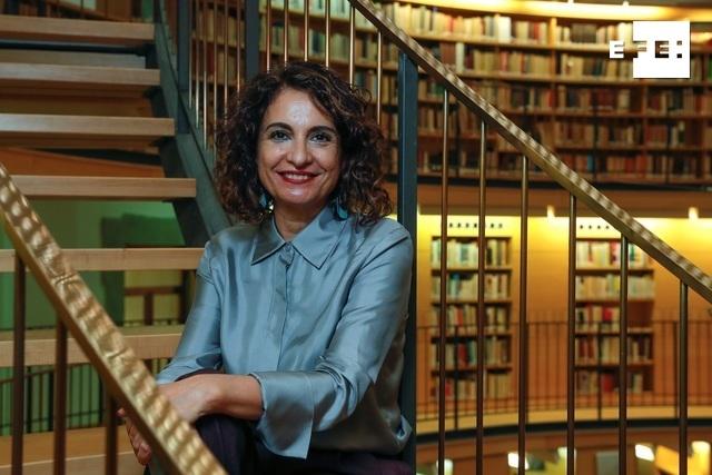 ENTREVISTA   Montero propone crear un fondo para compensar a los ayuntamientos en crisis.  EFE entrevista a la ministra …
