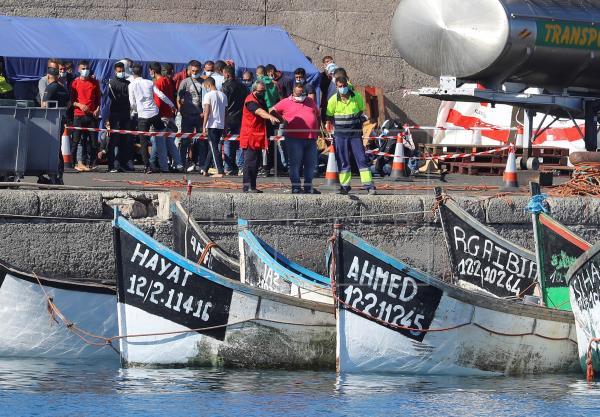 Un total de 1.570 migrantes han llegado este domingo al muelle grancanario de Arguineguín.   Según Cruz Roja, podría alc…