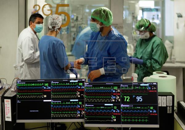Los pacientes hospitalizados por covid en Cataluña ya han superado, por primera vez desde la primera ola, los 3.000, con…