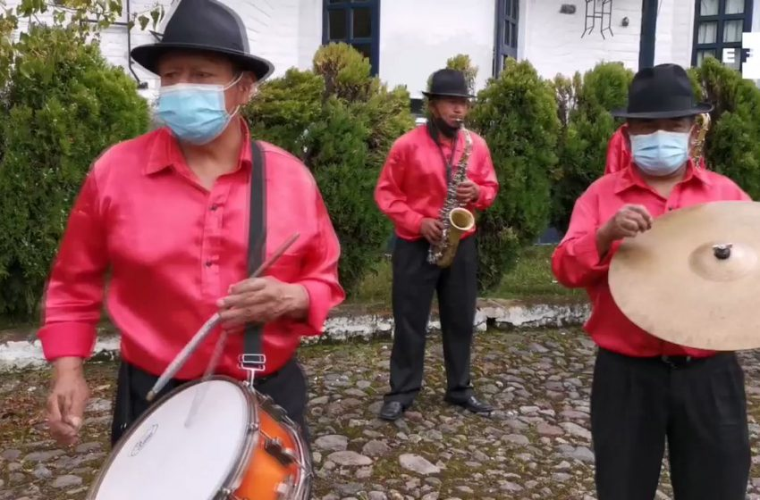 #EFETV | Los diablos de Píllaro (Ecuador) bailan en vivo, en un desafío virtual a la pandemia.    …