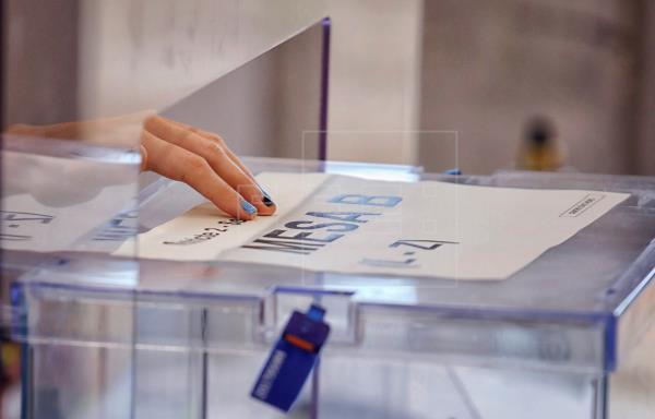#ÚLTIMAHORA | La participación a las 18.00 horas es del 45,6 %, 22 puntos menos que en 2017.   #14F #EFE_14F  …