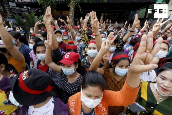 #EFEFotos | Birmania corta el acceso a internet a escala nacional coincidiendo con las primeras manifestaciones masivas …