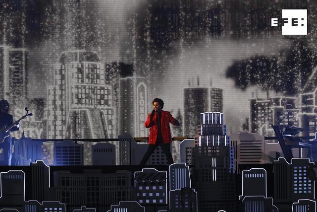 CRÓNICA | The Weeknd brilló en el espectáculo más atípico de la historia del Super Bowl. #SBLV  Por Alicia Civita   …
