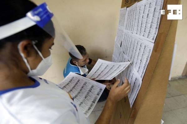 Los 1.595 centros de votación en El Salvador cerraron sus puertas a las 17 horas locales (23.00 GMT) y se inició el cont…