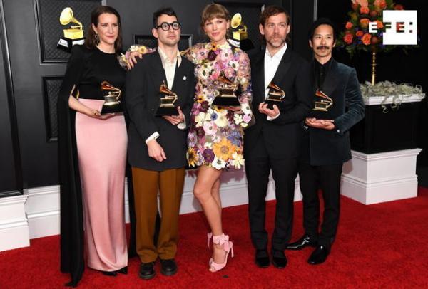 Taylor Swift y Beyoncé hacen historia en los #GRAMMYs. La primera al ganar su tercer premio al Álbum del año, por «Folkl…