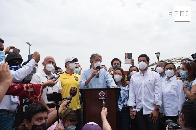 Guillermo Lasso tiene 53,56 % y Andrés Arauz 46,44 % con un 30,07 % escrutado en las elecciones presidenciales en Ecuado…