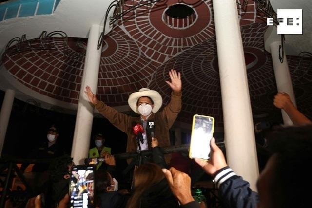 El primer avance del cómputo oficial de votos en las presidenciales de Perú confirmó al ultraizquierdista Pedro Castillo…