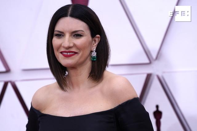 Laura Pausini emociona en la pregala de los Óscar con su interpretación en italiano e inglés de «Io Sì (Seen)», el tema …