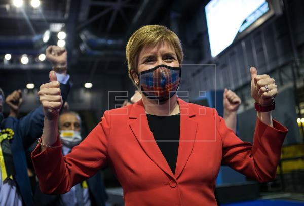 #ÚLTIMAHORA | Sturgeon proclama su victoria en Escocia y buscará un nuevo referéndum  …