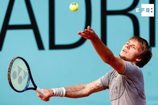 El kazajo Alexander Bublik, que juega por primera vez el Masters 1.000 de Madrid, se convierte en el primer cuartofinali…