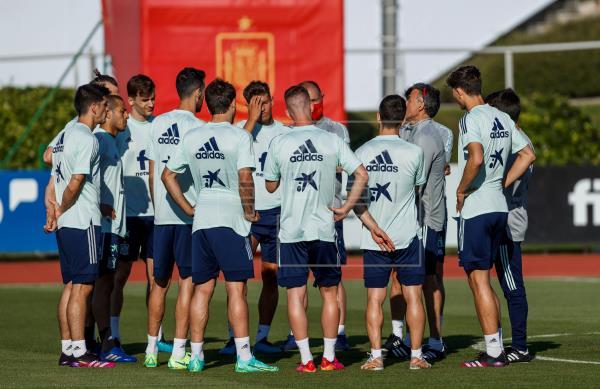 Luis Enrique ya cuenta con los 24 convocados. #EURO2020 …