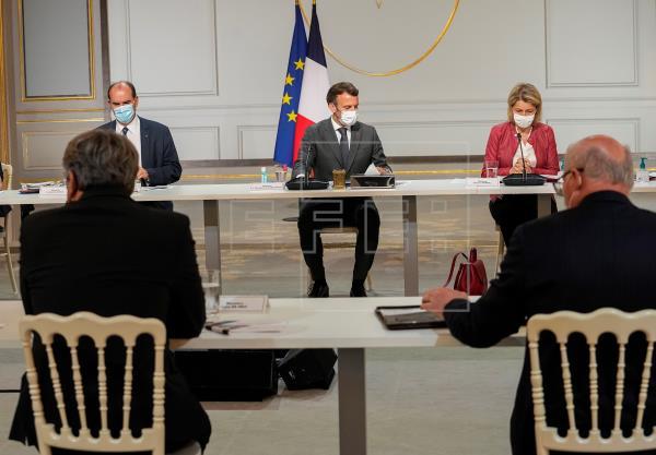 #ÚLTIMAHORA   Francia impone el pasaporte sanitario en restaurantes y lugares cerrados.   #coronavirus #Covid19   …