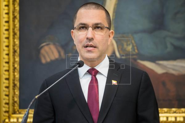 El canciller de Venezuela, Jorge Arreaza, tachó al presidente de Colombia, Iván Duque, de «cínico» por acusar a la nació…