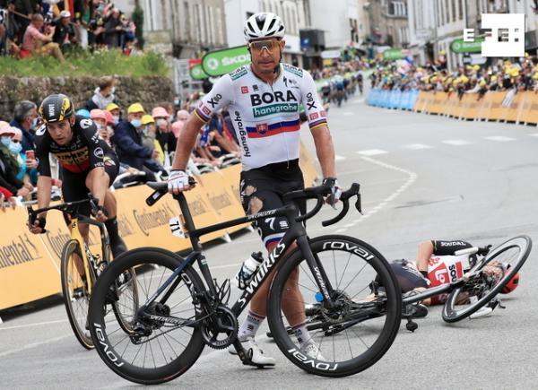 Peter Sagan, con una lesión de rodilla, se despidió del Tour. #TDF2021   …