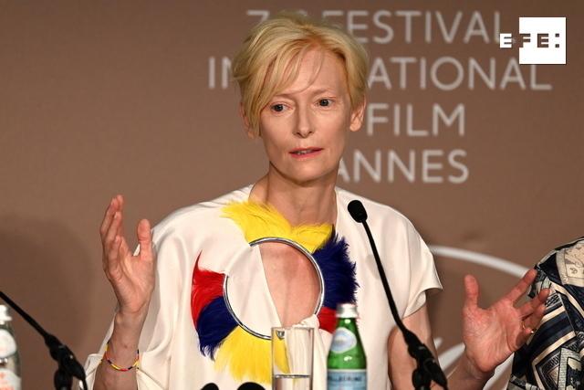 Swinton: trabajar con Almodóvar es uno de los grandes privilegios de mi vida. #Cannes2021   …