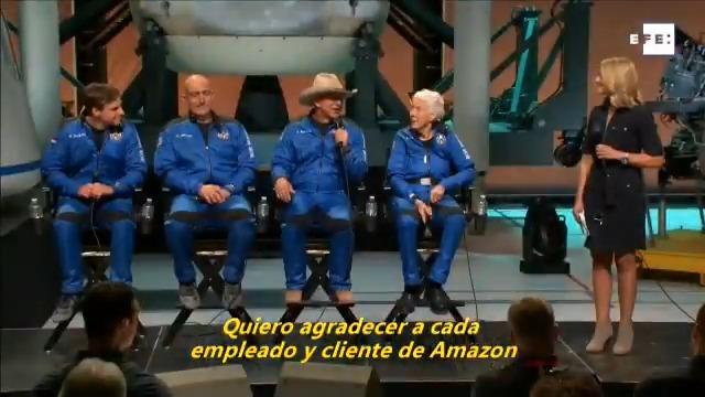 #EFETV   Jeff Bezos llega al espacio en el «mejor día» de su vida.  Toda la información en Efeservicios:  …