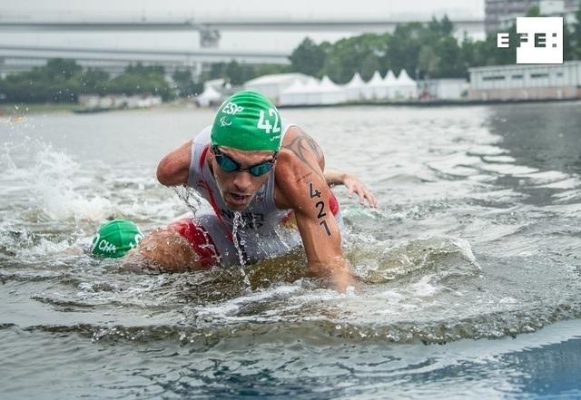 El triatleta salmantino Alejandro Sánchez Palomero se colgó la medalla de bronce en su categoría, la PTS4 de discapacita…