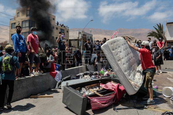 Una multitudinaria marcha contra la migración irregular realizada en Iquique, en el norte de Chile, terminó con incident…