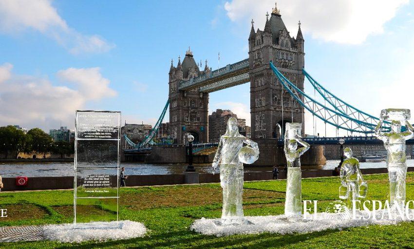 #Fotogalería | Esculturas de hielo que muestran a personas caminando para recolectar agua potable en Londres.  Las escu…