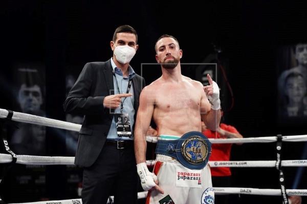 El boxeador español Sandor Martín protagonizó una de las mayores sorpresas del boxeo, al obtener un triunfo por la vía d…